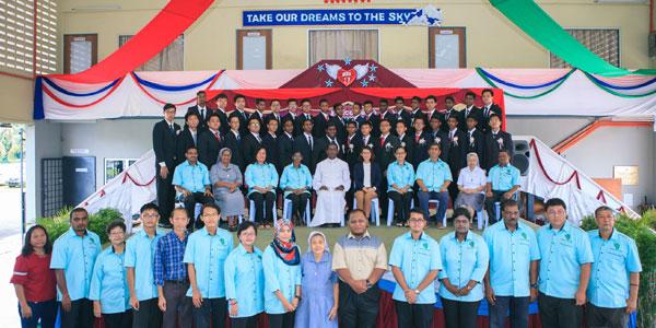 MYC-aboutus_studentsgraduation&orientationGB17-10