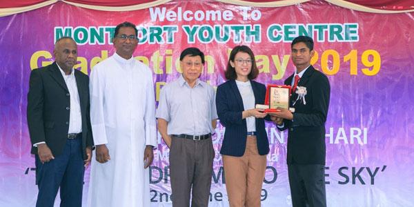 MYC-aboutus_studentsgraduation&orientationGB17-7